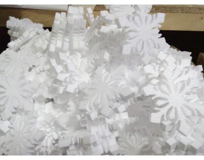 Много разных снежинок из пенопласта!