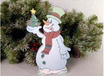 """Декор из пенопласта """"Снеговик с елкой на снегу"""" h25см/принт (1шт)"""