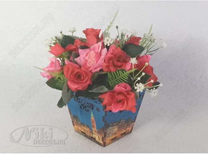 """Композиция в деревянном кашпо """"Мелкие розы"""" h17 см (1шт)"""
